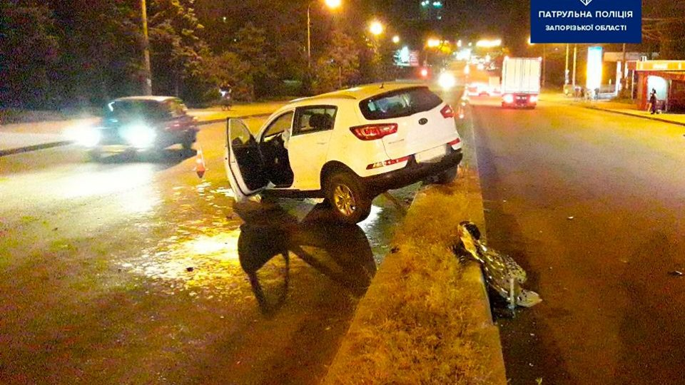 У Запоріжжі п'яний водій не впорався з керуванням та наїхав на бетонний паркан, – ФОТО