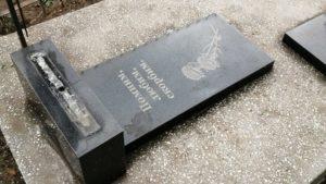 В Запорізькій області вандали зламали надгробки, - ФОТО