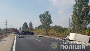 Двоє загиблих і двоє постраждалих: під Запоріжжям лоб-в-лоб зіткнулися мікроавтобус та легковик