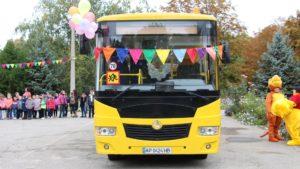 Школьники Шевченковского района получили новый автобус, который будет возить их в учебные заведения