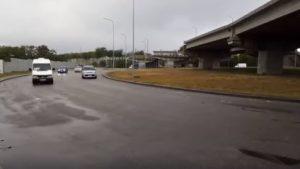 Увага водіям: по дорозі на Хортицю розлито невідому рідину
