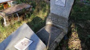 В Запоріжжі стався акт вандалізму на кладовищі, — ФОТО
