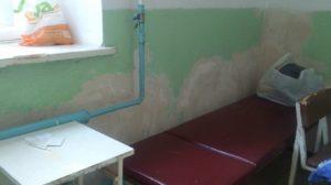 Обшарпанная и без душа: пациенты жалуются на состояние больницы в Запорожской области, — ФОТО