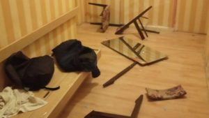 В Запоріжжі підлітки розгромили зйомну квартиру, — ФОТО, ВІДЕО