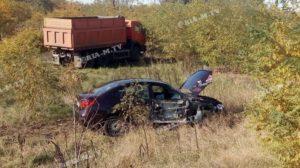 В Запорізькій області КамАЗ та легковик впали у кювет, — ФОТО