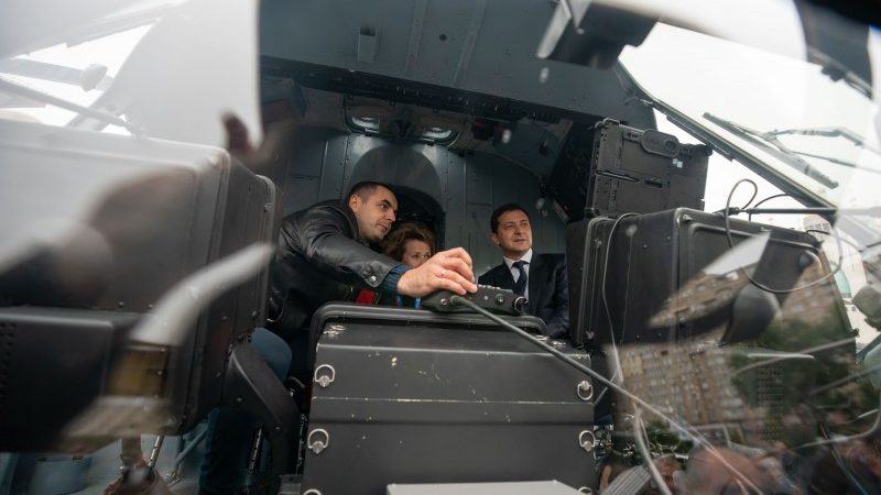 Володимиру Зеленському презентували дві оборонні новинки, вироблені на запорізьких підприємствах, — ФОТО