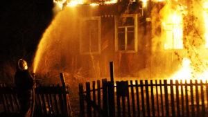В Запорізькій області під час пожежі у будинку евакуювали людей