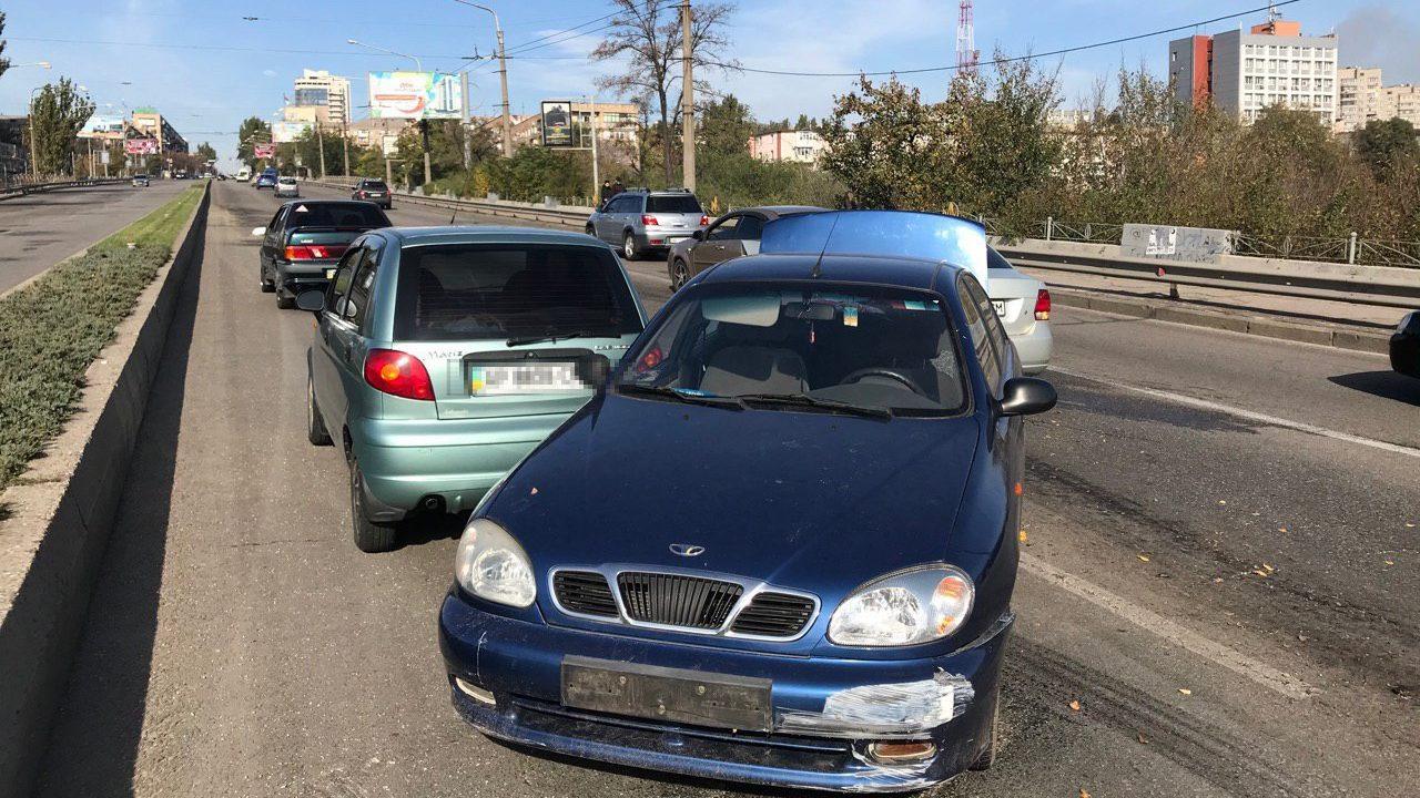 В центральной части Запорожья произошло ДТП с участием трех машин, — ФОТО