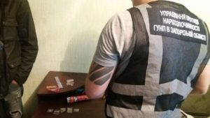 В Запоріжжі викрили чоловіка, який розповсюджував наркотики