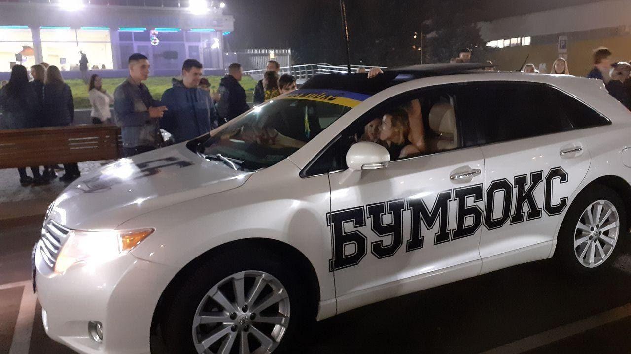 На концерт группы «Бумбoкс» в Запорожье приехали фaнатки из Сaнкт-Петeрбургa, – ФОТО
