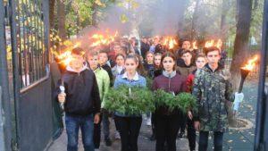 Сотни мелитопольцев присоединились к факельному шествию, — ФОТО