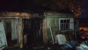 В Запоріжжі палав приватний будинок: його гасило восьмеро пожежників, — ФОТО