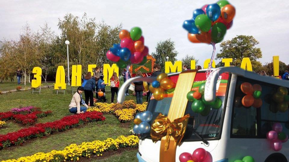 В запорожских автобусах — праздничная атмосфера: всех поздравляют с Днем города