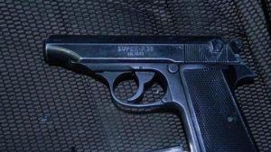 Облава в Запоріжжі: в машині на автостоянці знайшли та вилучили зброю