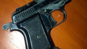 В Запорожье мужчина угрожал полицейским пистолетом, — ФОТО