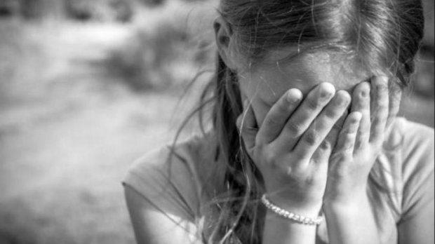 В Запорізькій області на дитмайданчику побили школярку