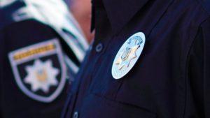 Поліція відкрила кримінальне провадження на чоловіка, який порізав прапор політичної партії
