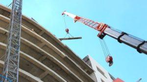 На будівництві в Запорізькій області на людину впала балка: чоловік помер, — ФОТО