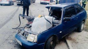 В одному з районів Запоріжжя сталася ДТП: пасажира деблокували рятувальники, — ФОТО