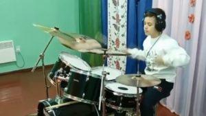 12-річний мешканець Запорізької області виконав гімн України на барабанах, — ВІДЕО