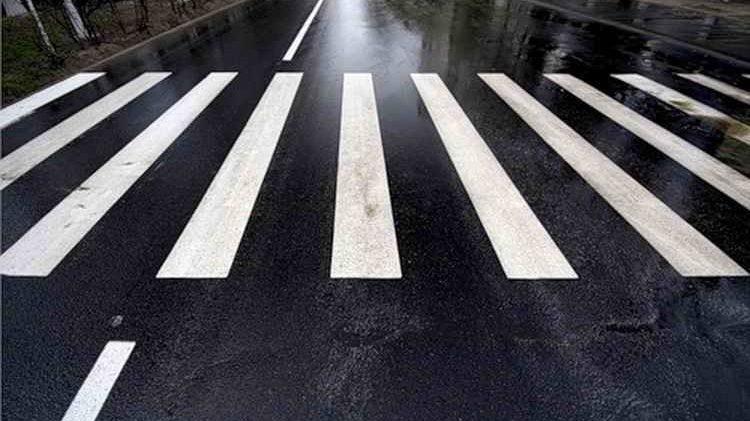В Запорожской области автомобиль сбил молодую девушку на пешеходном переходе