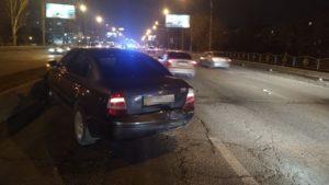 В Запоріжжі на дамбі дві автівки потрапили у ДТП: утворився затор, — ФОТО
