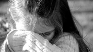 Увага: запорізька поліція розшукує чоловіка, який чіплявся до дитини у ліфті, — ФОТО