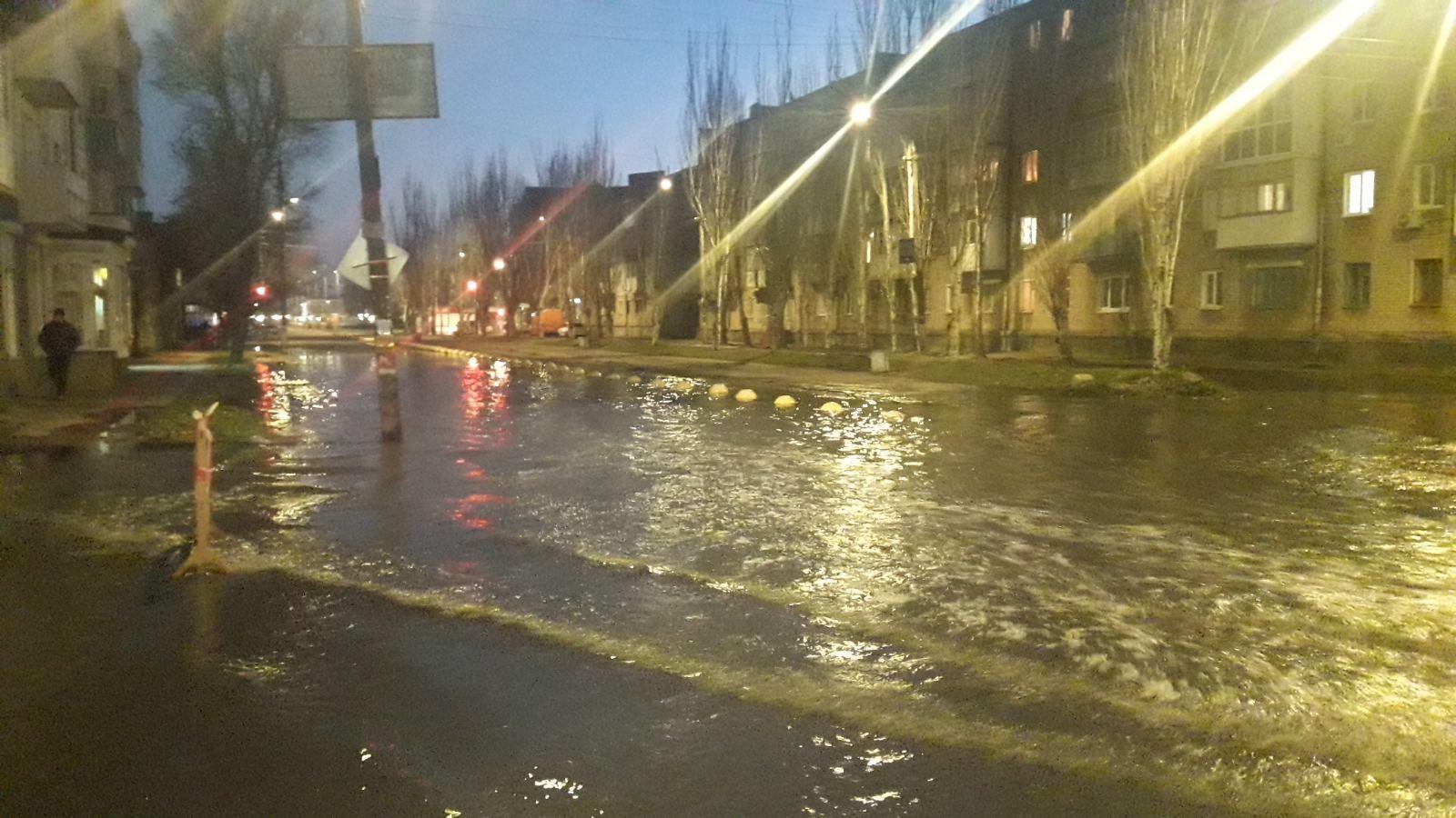 В курортному Бердянську стався порив каналізації: місто залило фекаліями, — ФОТО