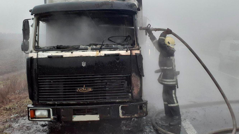 На трассе Запорожье-Днепр пылал грузовик, - ФОТО