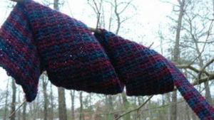 У Запорізькій області 17-річна дівчина повісилася на шарфі на дереві