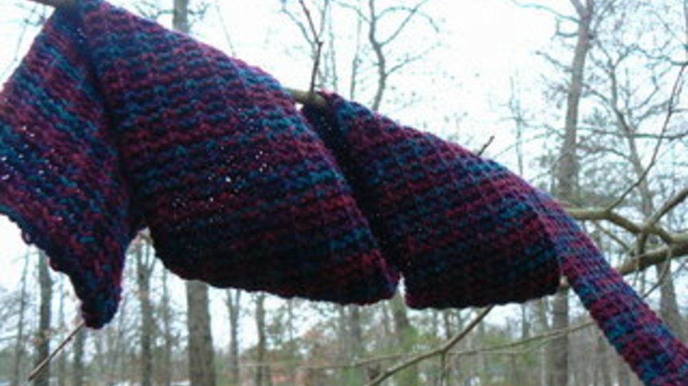В Запорожской области 17-летняя девушка повесилась на шарфе на дереве
