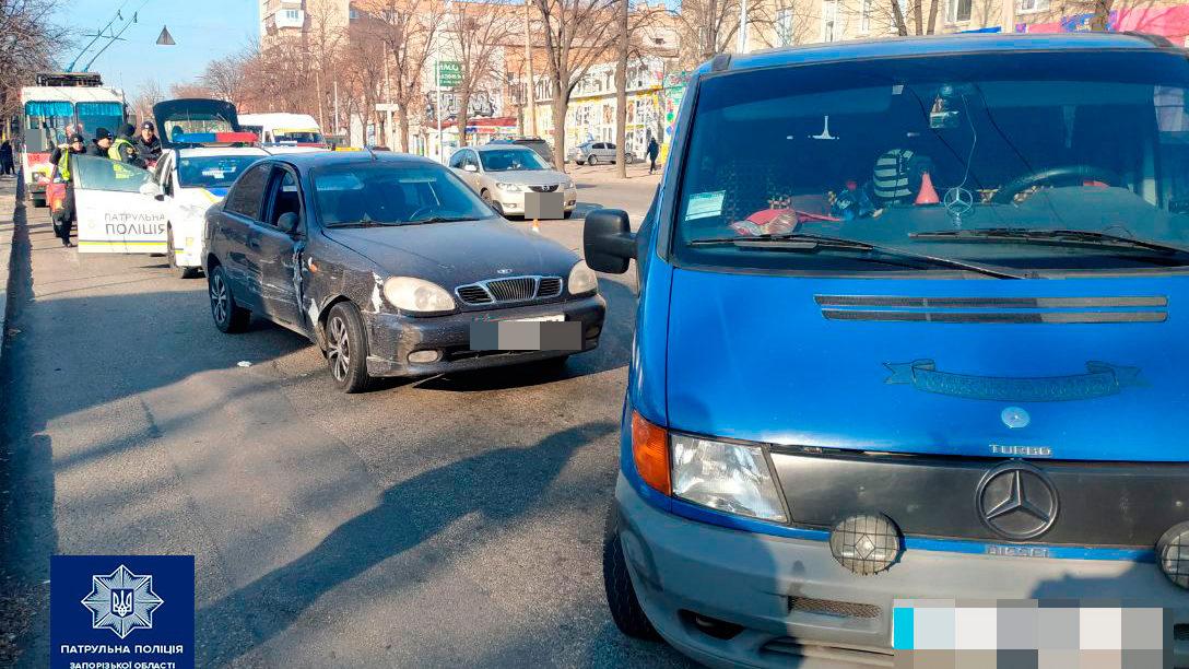 В Запорожье пьяный водитель устроил двойное ДТП и пытался откупиться от полиции, – ФОТО