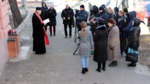В Запорожье память умерших от Голодомора почтили у бывшего Дома младенцев, — ФОТО