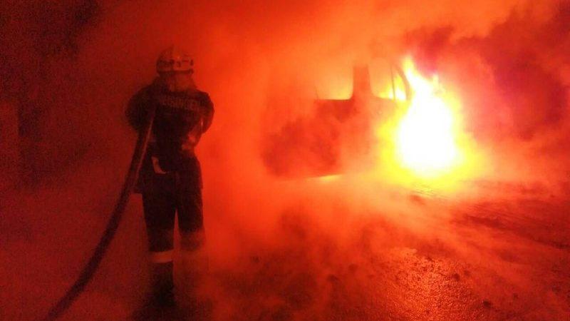 В Запорожье спасатели тушили пассажирский микроавтобус, — ФОТО
