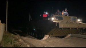 На Запоріжжі рятувальники евакуювали людей з відрізаного негодою острова, — ФОТО, ВІДЕО