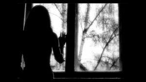 У Запоріжжі дочка замкнула мати мерзнути на балконі
