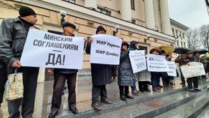 В Запорожье «Полк Победы» провел под мэрией акцию в поддержку формулы Штайнмайера, – ФОТО