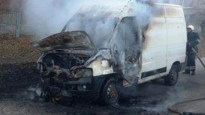 У Запоріжжі на Правом сгорів мікроавтобус, – ФОТО