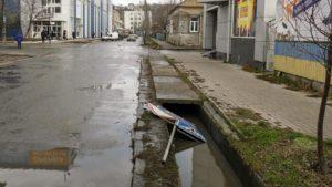 В Бердянске вандалы нанесли ущерб громаде