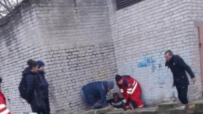 В Запорожской области ограбили АТОшника, ударив бутылкой по голове