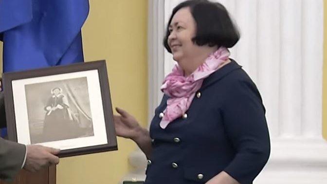 Запорожскую главу районного Красного Креста наградили высшей международной медалью, — ВИДЕО