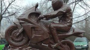 Запорізькі байкери встановили в місті новий пам'ятник