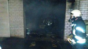 В Запоріжжі палав гараж: постраждав автомобіль, — ФОТО