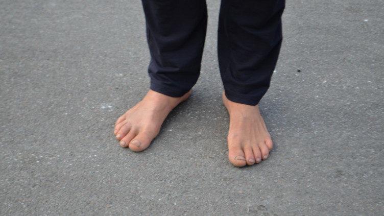 У кожного своя фішка: житель Запорізької області ходить на роботу босоніж, — ФОТО