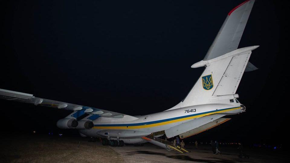 Украинских военнопленных доставил к родным экипаж из Запорожской области