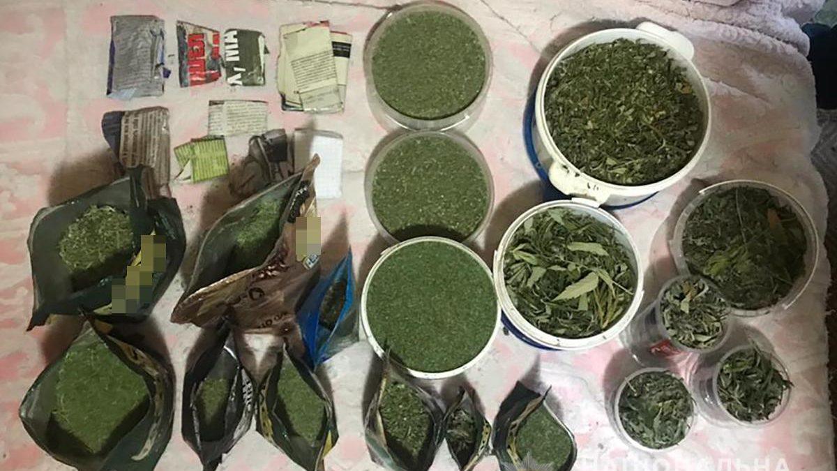 На Запоріжжі у наркоторговця вилучили 2 кг марихуани, — ФОТО