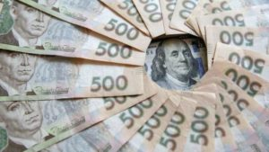 Украинская гривня возглавила рейтинг валют, укрепившихся к доллару