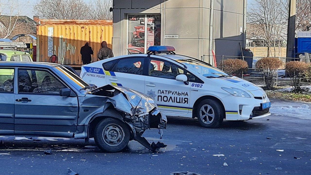 Погоня с тараном в Запорожье: злоумышленники скрылись от полиции, — ВИДЕО