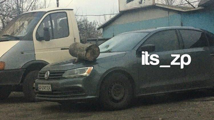 У Запоріжжі вночі зухвалим чином пошкодили автомобіль