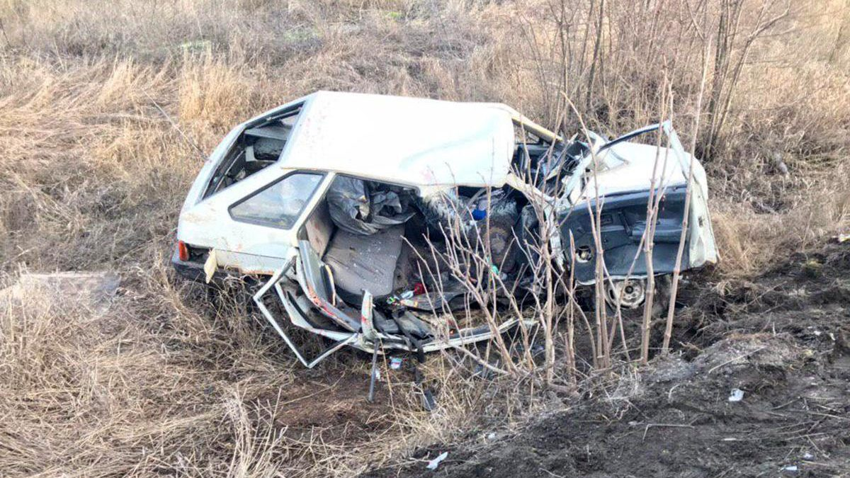 В Запорожской области пьяный водитель на «девятке» вылетел под грузовик: два человека погибли, – ФОТО